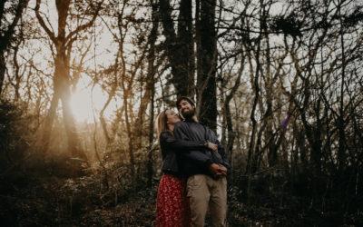 Photos d'engagement dans la forêt de la Sainte Baume (Claire + Alban)