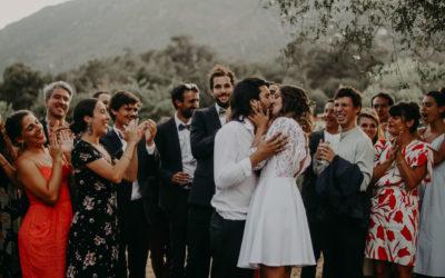Mariage DIY Coloré dans un jardin Corse (Anna-Lou + Julien)